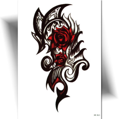 Tatouage tribal rose rouge